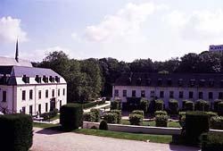 ベルギー国立ラ・カンブル視覚芸術高等専門学校校舎(本部)